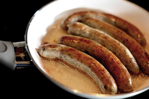 Bratwurst with Sauerkraut and Apples